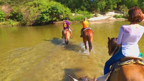 Прогулка на лошадях в Пуэрто Эскондидо.