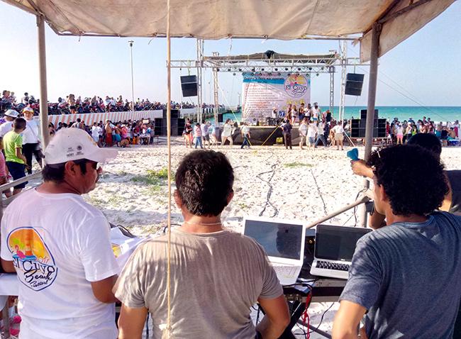 beach party el cuyo mexico