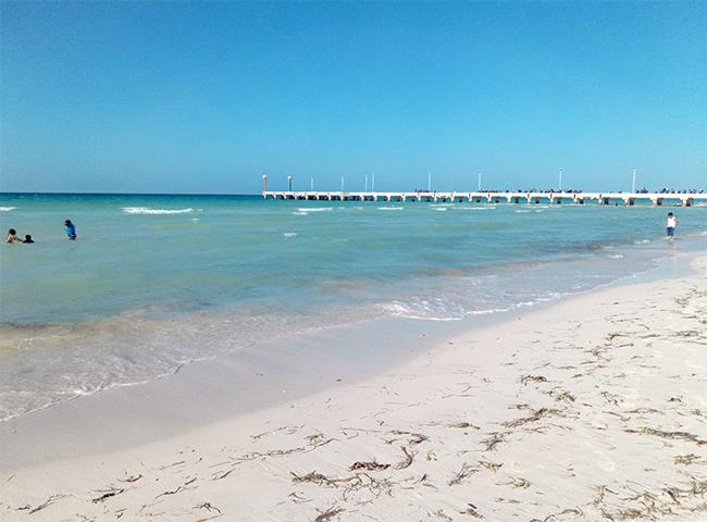 Пляжи Эль Куйо и его пристань.