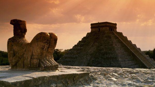 жертвенный алтарь Чак Мооль в Чичен Ице