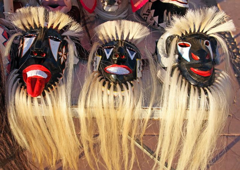 Маски индейцев. Сувениры.