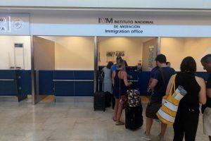 Зона вылета терминала 3 аэропорта Канкун. Встреча друзей.