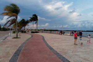 Набережная Малекон. Катаемся на роликах и велосипедах с детьми в Канкуне.
