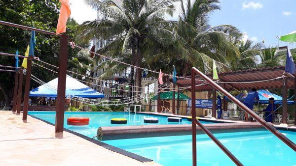 Водные развлечения аквапарка Мериды. Полоса препятствия в бассейне.