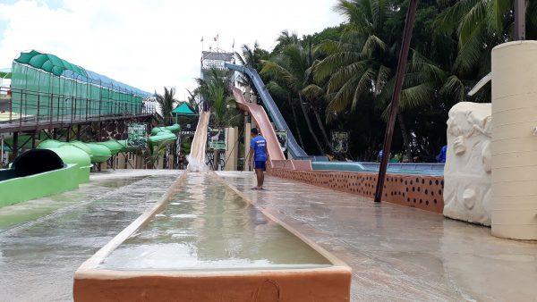 Водные горки аквапарка Мериды. На выходные с детьми.