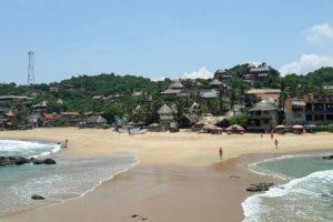 Пляж для нудистов в Мексике и отдыхающих натуристов.