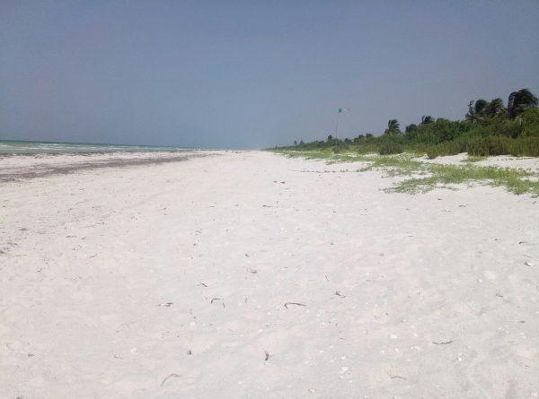 Безлюдные пляжи Мексики недалеко от Канкуна.