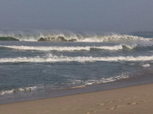 Волны на пляже Zicatela