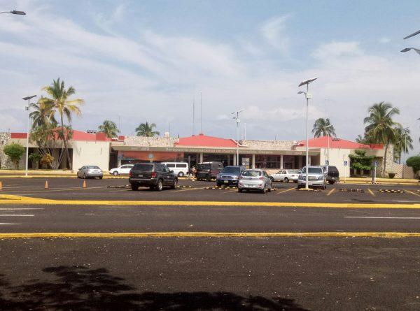 Парковка в аэропорту Пуэрто Эскондидо