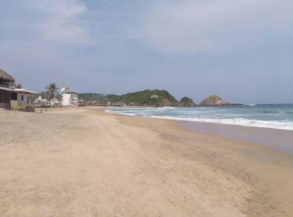 Волны на пляже Zipolite