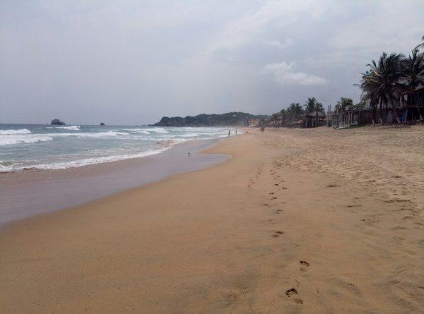 Песок на пляже Zipolite