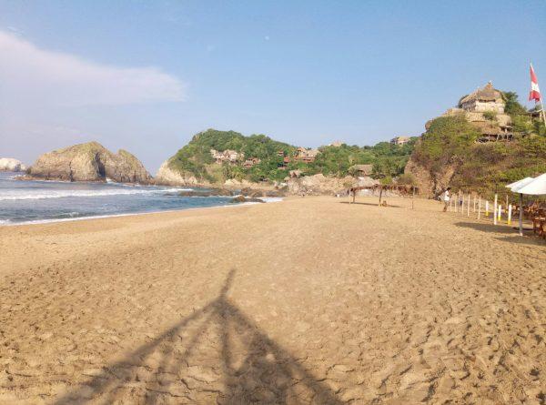 Пляж для нудистов в Мексике. Zipolite.