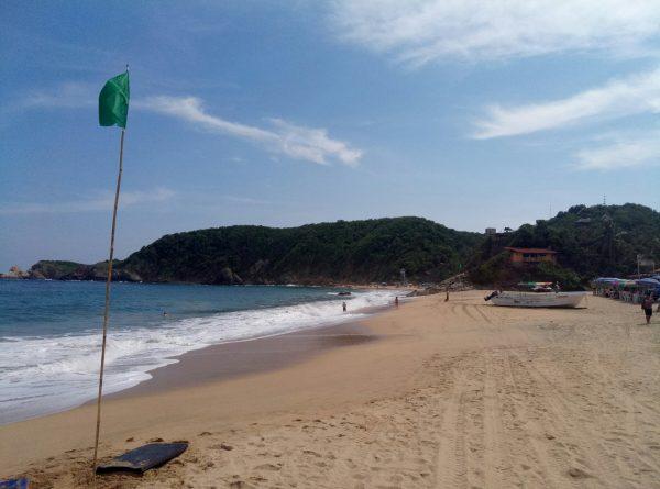 Волны на пляже Mazunte