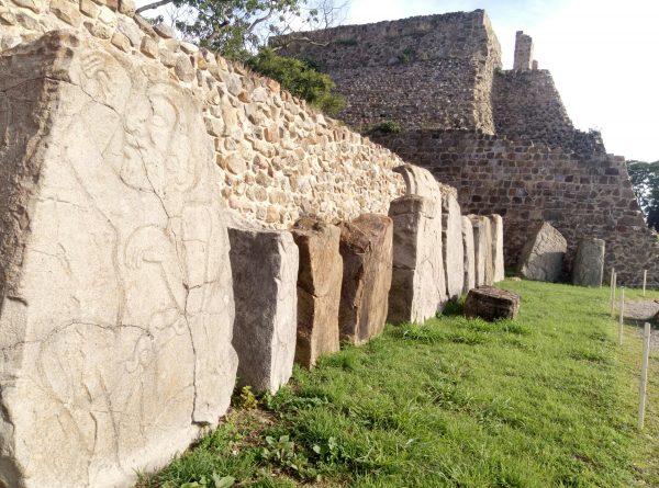 Иероглифы в Монте Албан. Древние сапотеки.