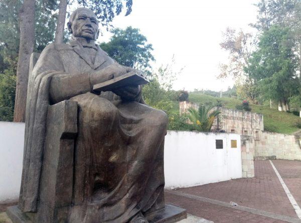 Памятник Бенито Хуаресу в его родной деревни.