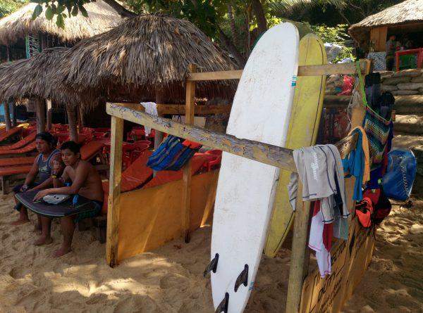 Серфинг на тихоокеанском побережье Мексики.