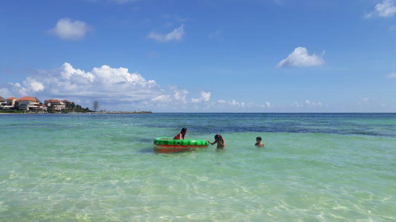 Бирюзовая вода на пляжах Мексики