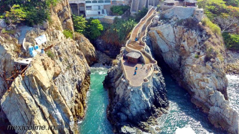 Прыжки в воду со скалы в Акапулько. Где посмотреть.