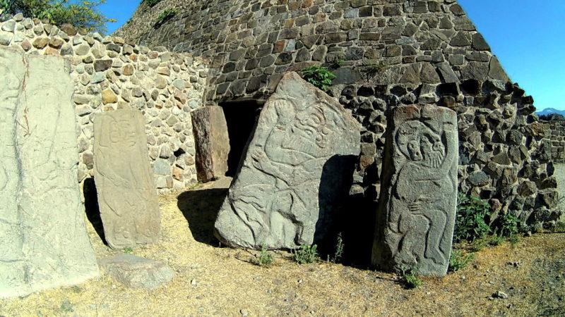Los Danzantes, стелы танцоров в Оахаке.