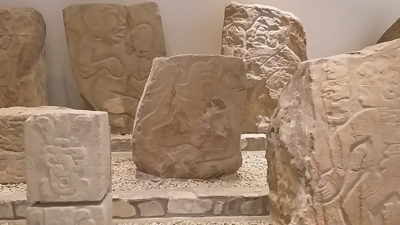 Стелы индейцев в музее Оахаки.
