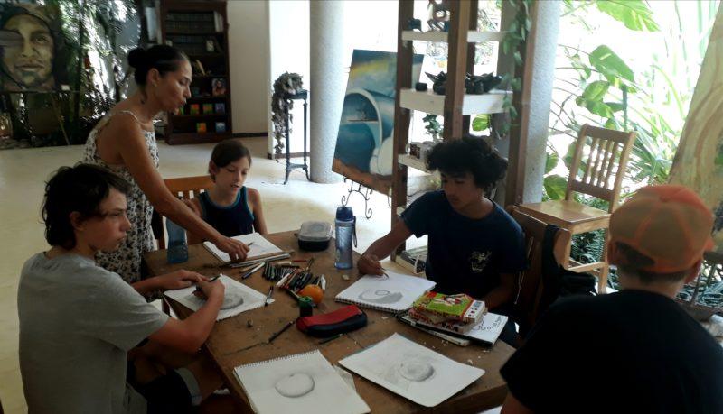 Уроки рисования в Мексике в Пуэрто Эскондидо.