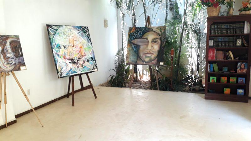 Зал арт галереи в Мексике.