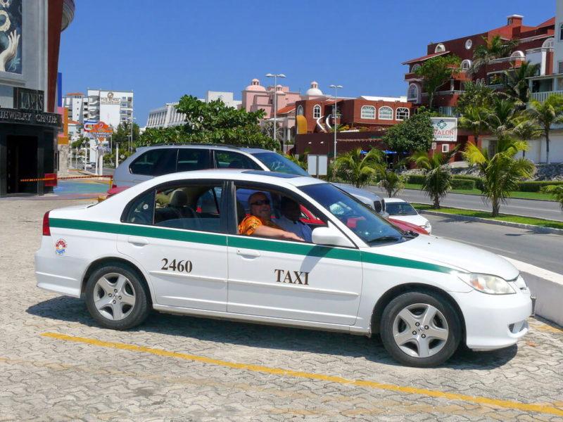 Такси Канкуна в зоне отелей.