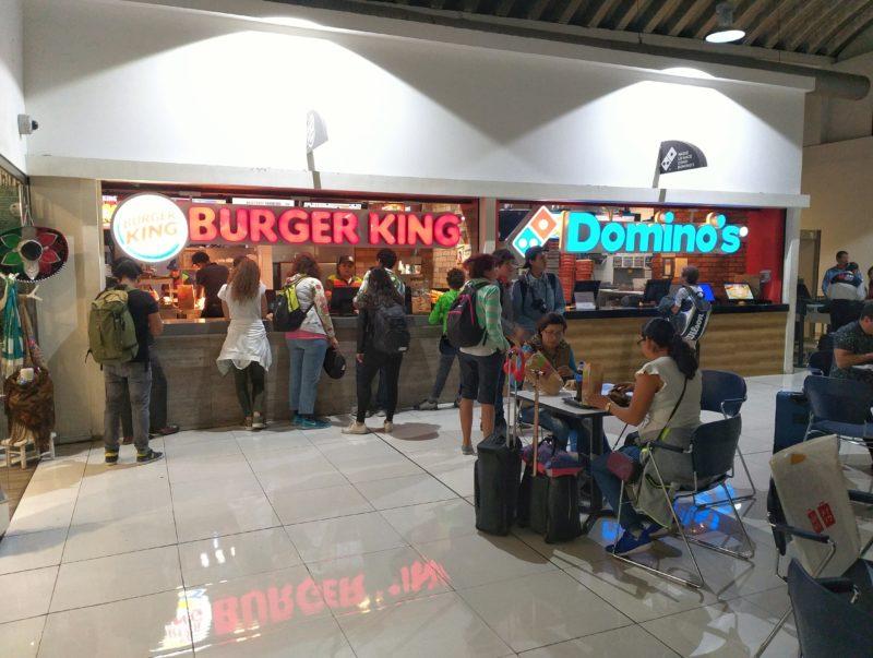 Где поесть в терминале 1 аэропорта Мехико ДФ.