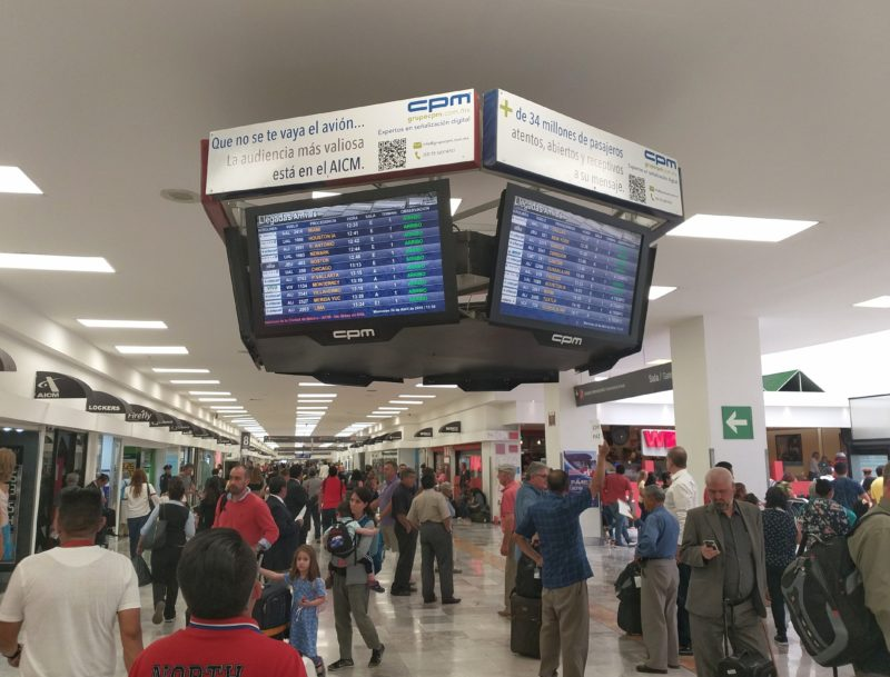 Аэропорт Мехико. Табло прилета авиарейсов.