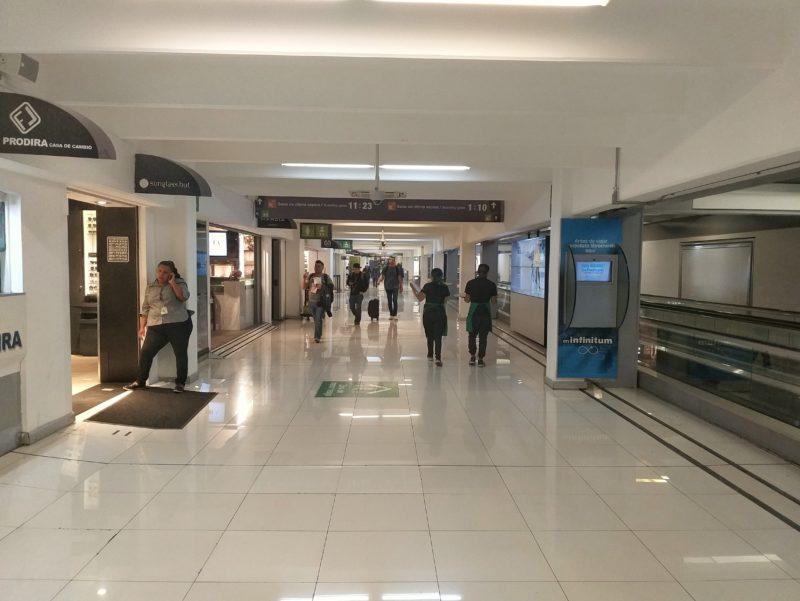 Аэропорт Мехико. Зона прилета.
