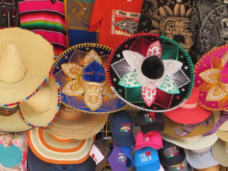 Сомбреро и пончо. Подарки из Мексики.