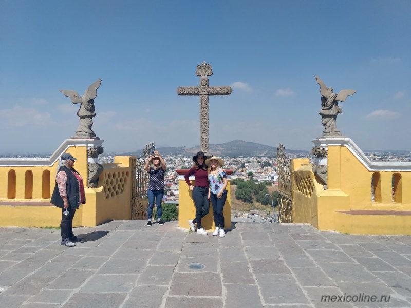 Пирамида Чолула, Пуэбла. Собор на холме.