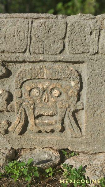 Кладбище в Ушмаль с черепами.