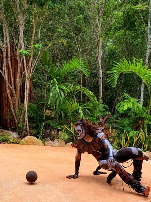 Игра в мяч индейцев майя.